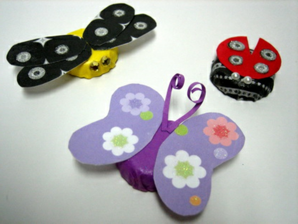 Tinker-with-kids-in-summer-colorful-butterflies - muchos colores