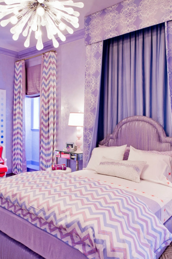 interesante-chandelier-bed-with-pillow-in-purple-bedroom-modern lustres