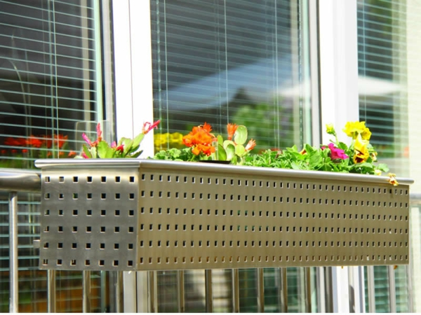 merveilleux - Flower box-by-the-balcon